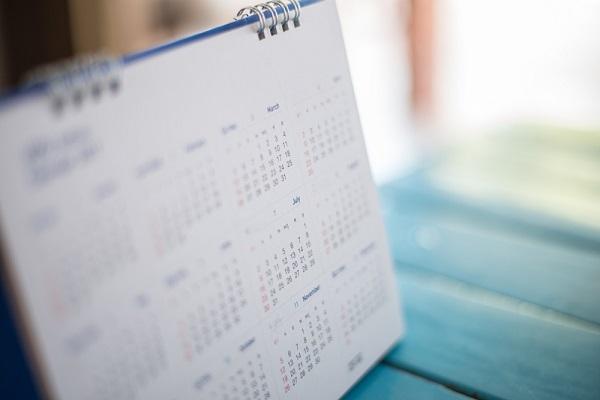 カレンダー置く机