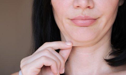 顔たるむ女性